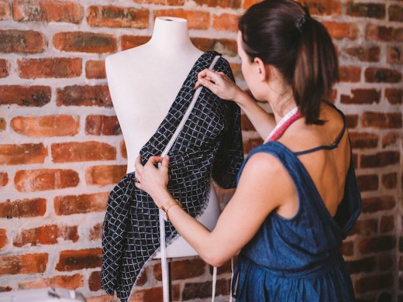 working-office-mannequin-dress-woman-clothes-creative-sewing-machine-designer-fashion-design_t20_4JnpdX